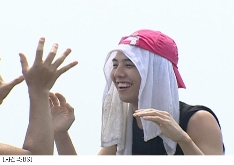 G-Dragon on Family Outing