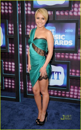 Hayden Panettiere wallpaper called Hayden @ 2010 CMT Music Awards