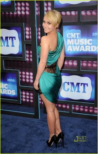 Hayden @ 2010 CMT Musica Awards