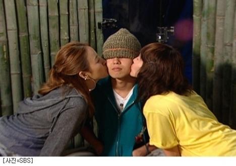 Hyori & Ye Jin beijar G-Dragon [FO]