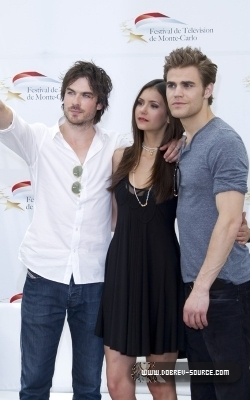 http://images2.fanpop.com/image/photos/12800000/Ian-at-50th-Monte-Carlo-TV-Festival-Day-2-June-08-damon-salvatore-12846364-250-400.jpg