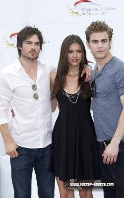 http://images2.fanpop.com/image/photos/12800000/Ian-at-50th-Monte-Carlo-TV-Festival-Day-2-June-08-damon-salvatore-12846372-250-400.jpg