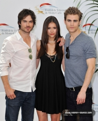 http://images2.fanpop.com/image/photos/12800000/Ian-at-50th-Monte-Carlo-TV-Festival-Day-2-June-08-damon-salvatore-12846380-325-400.jpg