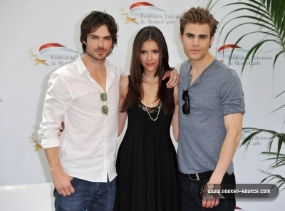 http://images2.fanpop.com/image/photos/12800000/Ian-at-50th-Monte-Carlo-TV-Festival-Day-2-June-08-damon-salvatore-12846388-400-296.jpg