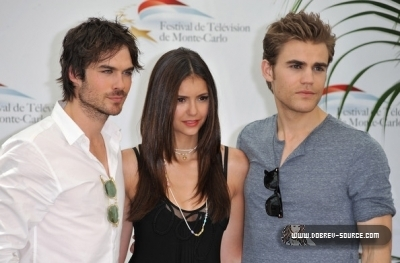 http://images2.fanpop.com/image/photos/12800000/Ian-at-50th-Monte-Carlo-TV-Festival-Day-2-June-08-damon-salvatore-12846390-400-263.jpg