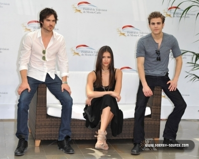 http://images2.fanpop.com/image/photos/12800000/Ian-at-50th-Monte-Carlo-TV-Festival-Day-2-June-08-damon-salvatore-12846391-400-319.jpg