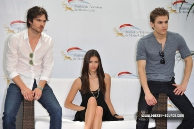 http://images2.fanpop.com/image/photos/12800000/Ian-at-50th-Monte-Carlo-TV-Festival-Day-2-June-08-damon-salvatore-12846402-400-266.jpg