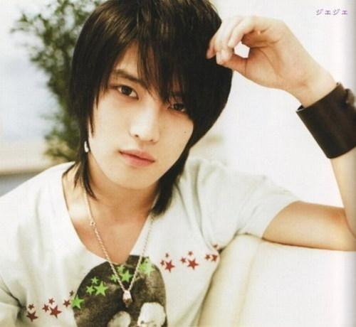 http://images2.fanpop.com/image/photos/12800000/Jaejoong-3-kim-jaejoong-hero-12877633-500-460.jpg