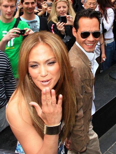 Jennifer Lopez Unveils 'Be extraordinary' Billboard, Times Square - June 10 2010