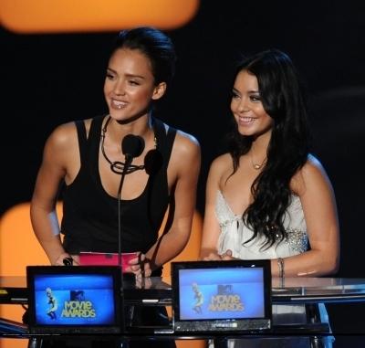 Jessica @ 2010 MTV Movie Awards