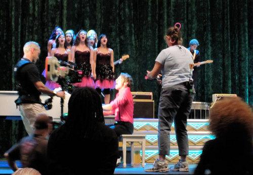 Jonathan's last ngày on the set of Glee!