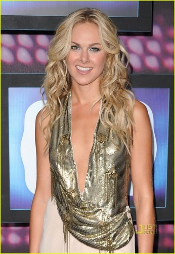 Laura sino Bundy is a Golden Girl