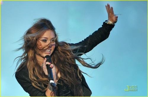 Miley Cyrus Makes Muzik in Madrid