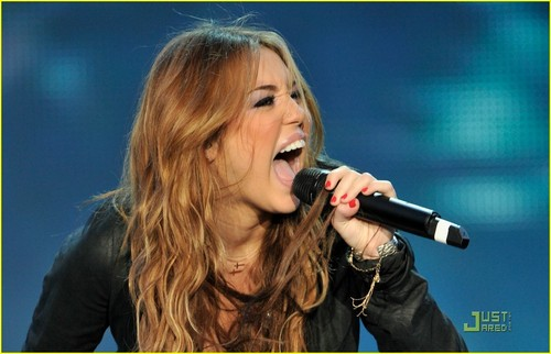 Miley Cyrus Makes Music in Madrid