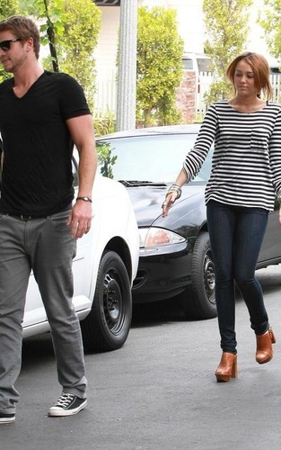 Miley Cyrus and Liam Hemsworth: Toluca Lake 恋愛中