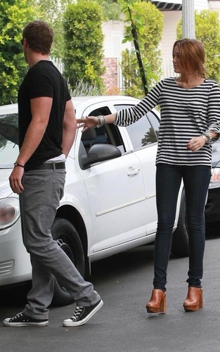 Miley Cyrus and Liam Hemsworth: Toluca Lake Влюбленные