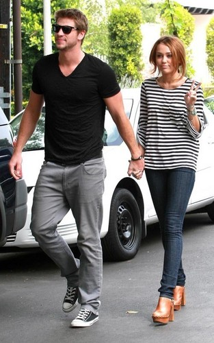 Miley Cyrus and Liam Hemsworth: Toluca Lake pasangan