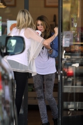 Miley Cyrus out at Robeks suco, suco de with Tish (6.10.10)