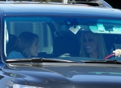 Miley Cyrus out at Robeks jugo, jugo de with Tish (6.10.10)