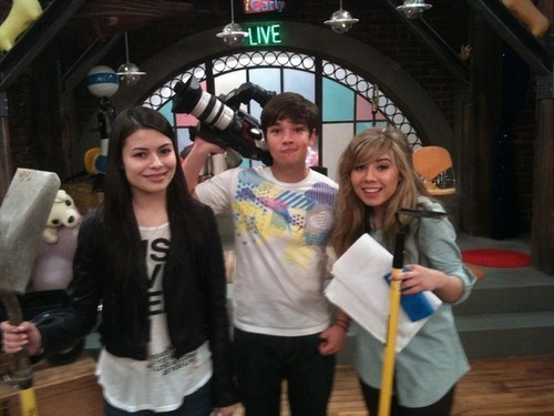 Miranda, Nathan and Jennette