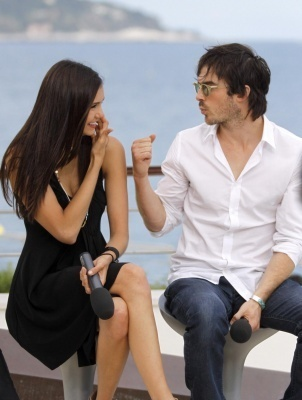 Nina & Ian doing an interview outside at the Monte Carlo 电视 Festival