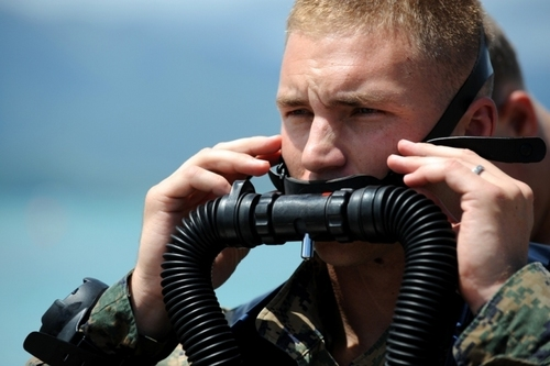 Recon Marine Adjusts Breathing Apparatus