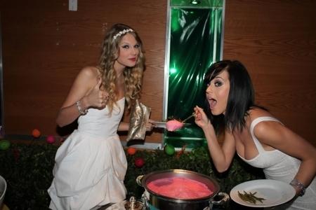 Taylor pantas, swift with Katy Perry