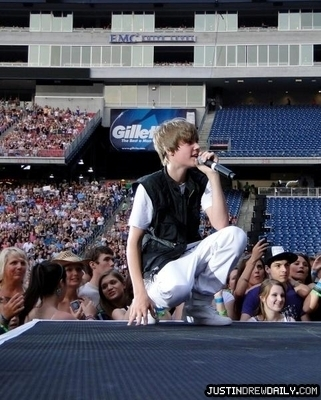 Justin Bieber wallpaper entitled Tours > Taylor Swift: Fearless Tour (2010) > Gillette Stadium in Foxboro, Massachusetts (June 5th)