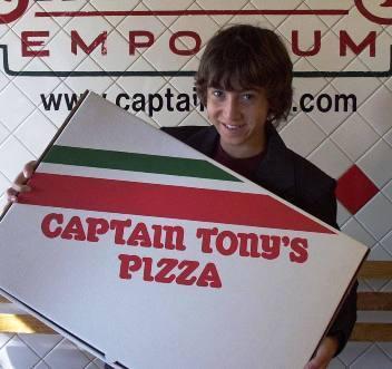 Vincent Martella promoting Captain Tony's পিজা