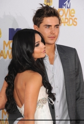 Zac & Vanessa @ 2010 MTV Movie Awards