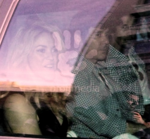 Shakira wallpaper entitled shakira and verdasco in car
