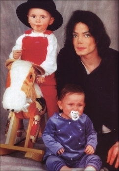 Paris Jackson kertas dinding called 001. Photoshoots > 1999 > Paris, Prince & Michael