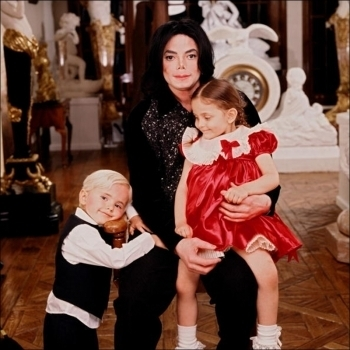 Paris Jackson fond d'écran called 001. Photoshoots > 2001 > Paris, Prince & Michael