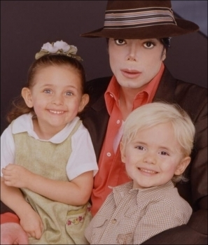 Paris Jackson kertas dinding entitled 001. Photoshoots > 2001 > Paris, Prince & Michael