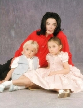 Paris Jackson fond d'écran titled 001. Photoshoots > 2001 > Paris, Prince & Michael