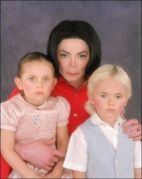 Paris Jackson kertas dinding called 001. Photoshoots > 2001 > Paris, Prince & Michael