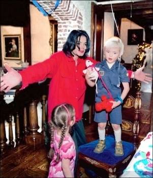Paris Jackson kertas dinding titled 010. Private foto-foto > 2003 > Birthday from Prince