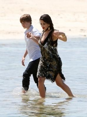 2010 > June > 13 - Justin on a photoshoot with Kim Kardashian
