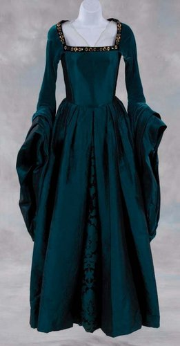 Anne's gown - the-other-boleyn-girl Photo