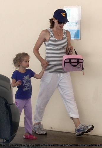 Jen Out With Seraphina After Taking violet To School!