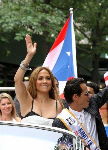 Jennifer @ 2010 Puerto Rican 일 Parade
