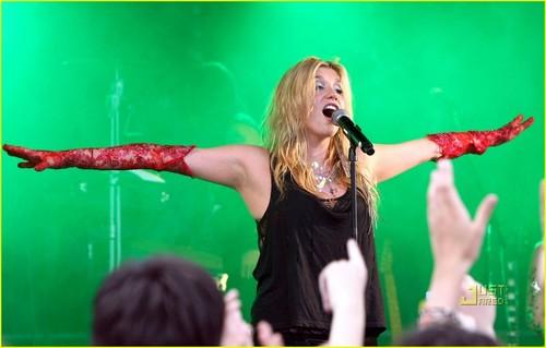 केशा france-concert
