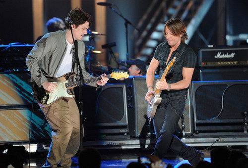 Keith Urban performs onstage at the 2010 CMT Music Awards