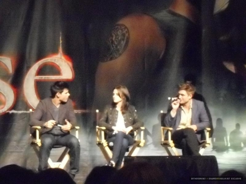 edward y bella fondo de pantalla called LA Convention; Kristen and Robert