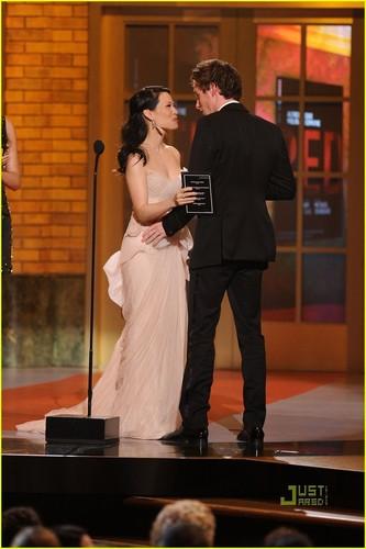 লুসি লিউ দেওয়ালপত্র titled Lucy Liu - Tony Awards 2010