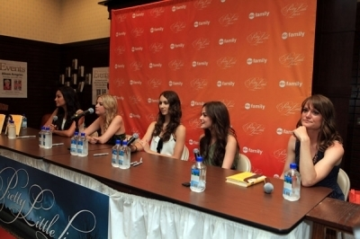 "Lucy@the ""Pretty Little Liars"" Book Signing"