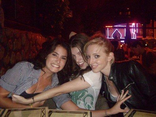 Nikki Reed( Rosalie), Anna(Jessica) et Lizzy