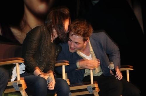 Robert Pattinson & Kristen Stewart वॉलपेपर called Rob & Kristen LA Convention