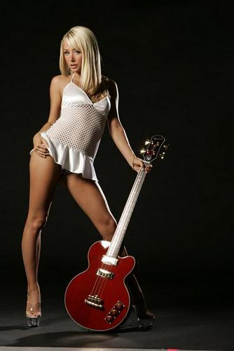 Sara in guitare World
