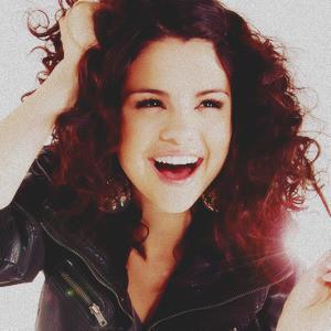 Selena cute!
